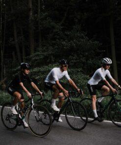 kolarze na rowerach w nowej kolekcji kolarskiej Velcredo 2019