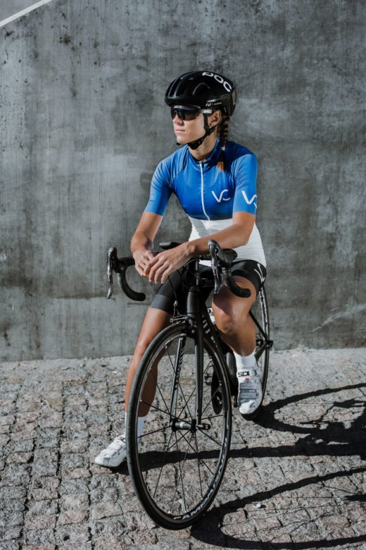 kolekcja strojów kolarskich Blue 2019 od Velcredo 520x780 - JERSEY WOMAN ULTRABLUE