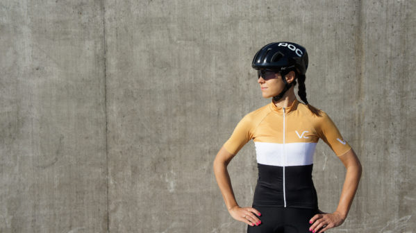 koszulka rowerowa gold damska velcredo 599x336 - CYCLING JERSEY WOMAN EVOLUTION GOLD